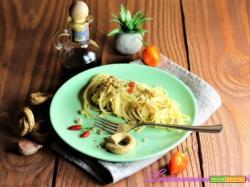 Pasta con colatura di alici e taralli