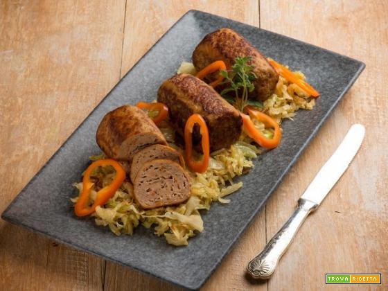 Mini polpettoni con verza stufata all'aceto da mangiare in un sol boccone