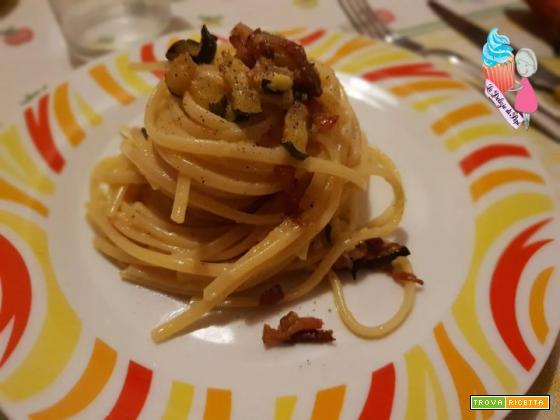 Pasta zucchine pancetta e uova
