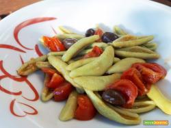 Foglie di olivo con pomodorini acciughe e olive taggiasche