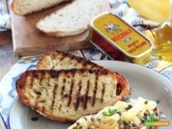 Crostoni con Peperoni corno, Acciughe e Feta