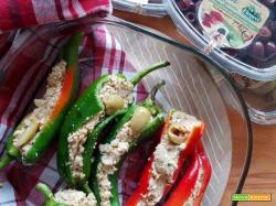 Peperoncini cornetto al tonno e olive Ficacci