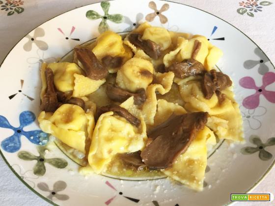 Tortelli di patate con sugo di porcini