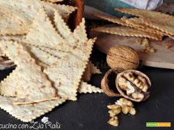Crackers con le noci croccanti
