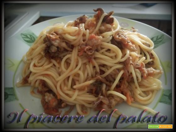 Spaghetti con ciuffetti di calamari