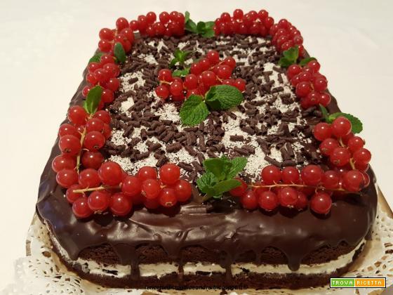 Torta al cioccolato, cocco e ribes