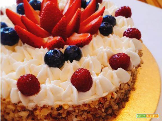 Torte decorate con crema e frutta