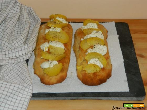 Focaccia con caprino e patate