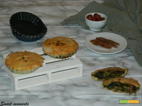 Mini pizze con scarole, olive e alici