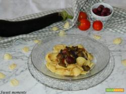 Orecchiette mediterranee con melanzane e olive