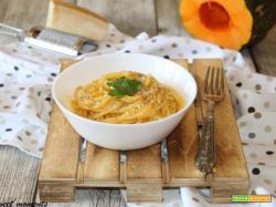 Spaghetti con zucca, cacio e pepe