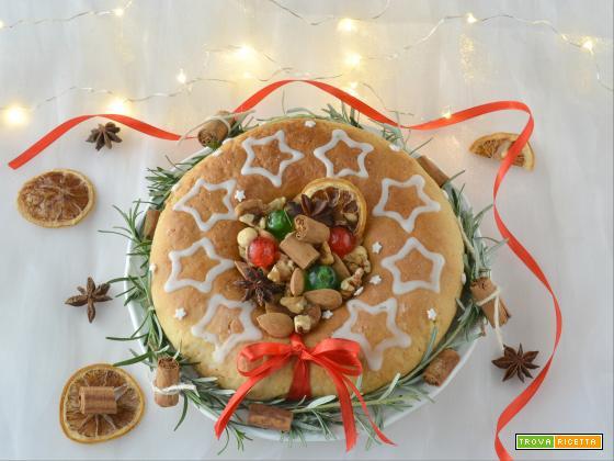 Corona di frutta secca centrotavola di Natale
