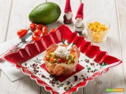 Cestino di prosciutto crudo con avocado e pomodorini, per un Natale da ricordare