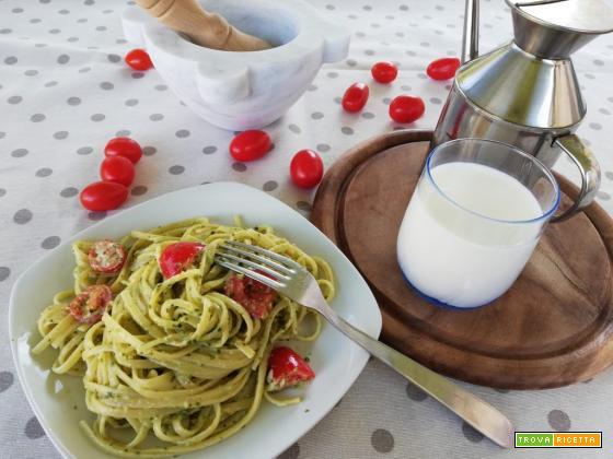 Pasta al pesto, burrata e pomodorini