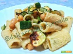 Rigatoni con crema di ceci e zucchine