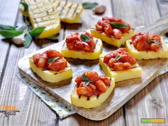 Crostini di polenta con fagioli in umido