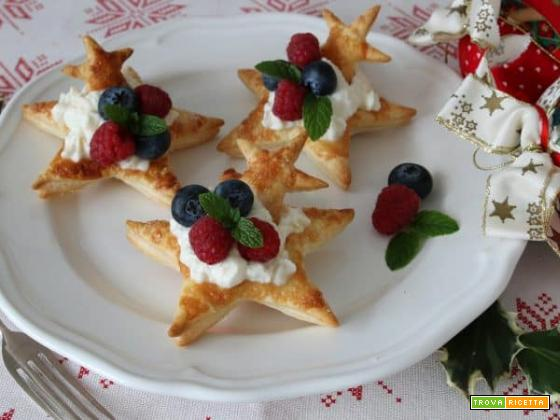 Speciale Capodanno: stelle di sfoglia con crema all'arancia e frutti di bosco
