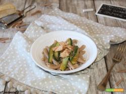 Strozzapreti con zucchine e salmone
