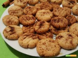 Biscotti con tahina e cannella