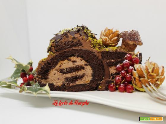 Tronchetto di Natale al cioccolato con sottobosco