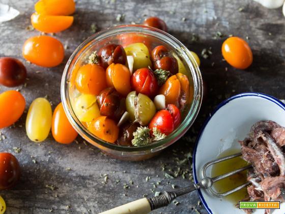 Pomodori ripieni di acciughe sott'olio