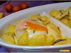 Uova e patate con mozzarella cotte in forno
