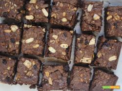 Brownies con frutta secca e cioccolato fondente