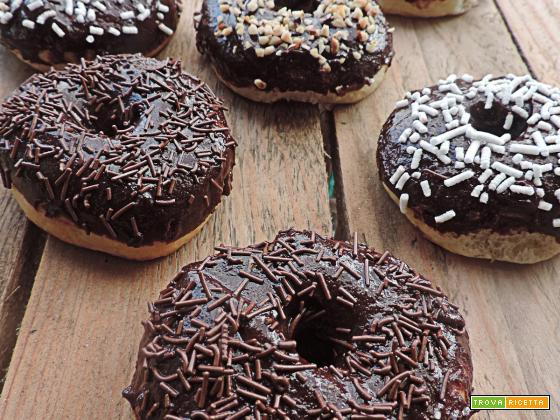 Donuts al forno ricoperti al cioccolato