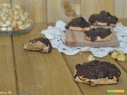 Brutti ma buoni alle nocciole ricoperti di cioccolato