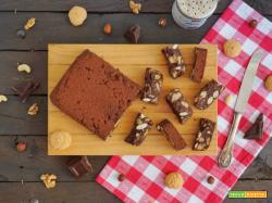 Quadrotti di cioccolato, amaretti e frutta secca