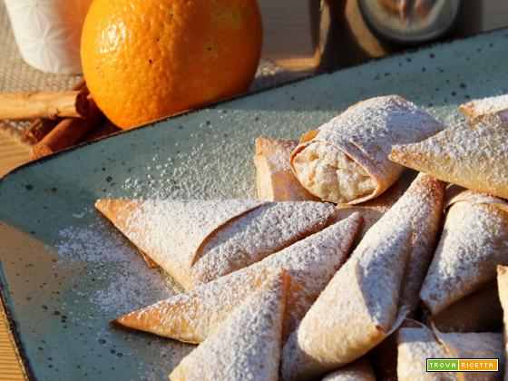 Triangoli di pasta fillo con ricotta e  gocce di cioccolato