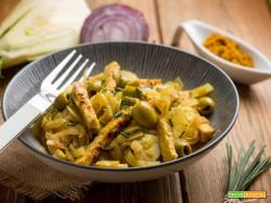 Finocchi saltati con tempeh e olive, ideale per diete vegetariane o vegane