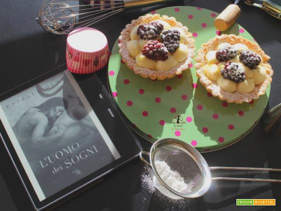 MANGIA CIO` CHE LEGGI 129: tartellette di meliga con crema di cioccolato bianco e cuore di more da l'uomo dei sogni di Estelle Hunt