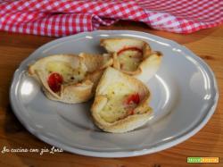 Cestini di pancarrè con pomodorini e mozzarella