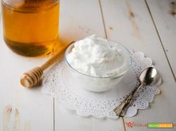 Crema al latte – Ricetta base facile e veloce per farcire dolci