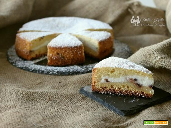 Torta versata con crema di ricotta