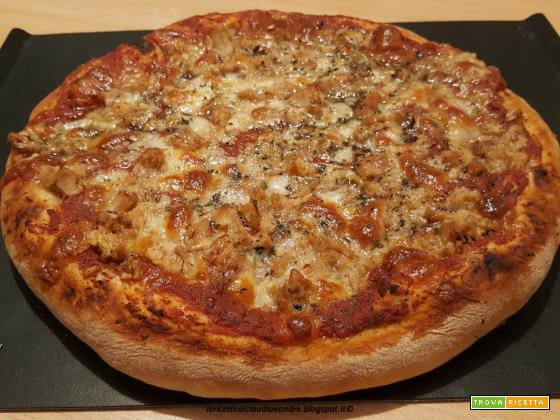 Pizza con tonno e mozzarella