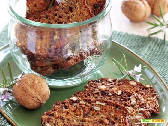 Crackers Integrali con Rosmarino, Noci ed Uvetta per il Re-cake 2.0