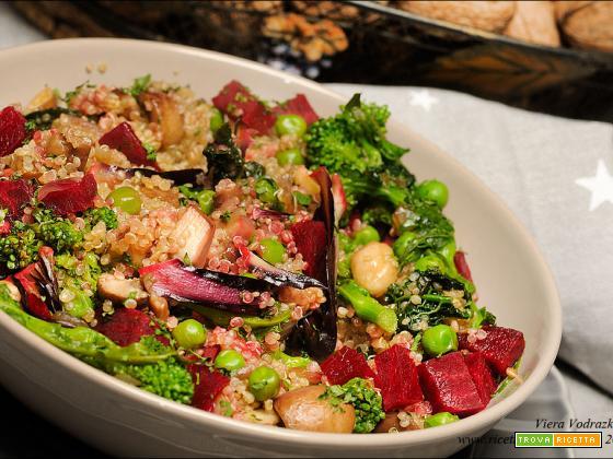 Quinoa bianca con le verdure colorate gluten free