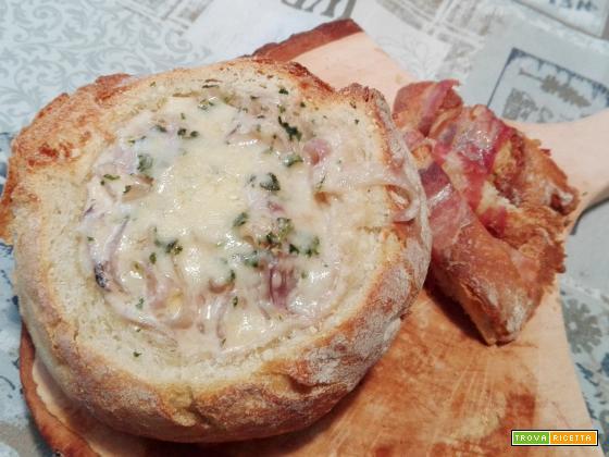 Zuppa di cipolle con crostini di pane al bacon