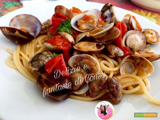 Spaghetti con vongole e pomodorini del piennolo