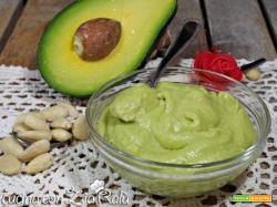 Avocadella alle mandorle – crema all'avocado