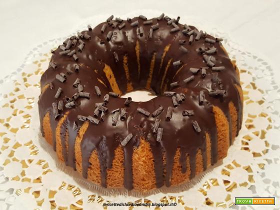 Ciambella all'olio, con arancia e copertura di cioccolato fondente