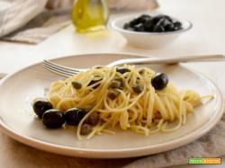 Spaghettini alle olive nere acciughe e capperi