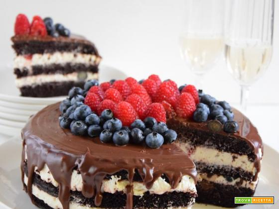 Devil's food cake ai frutti di bosco