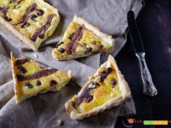Torta salata feta alici e olive nere