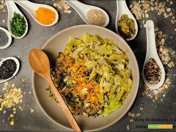 Golden Porridge ai sei cereali speziato con verza e porri