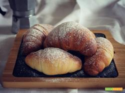 Croissant sfogliati all'olio (vegani)