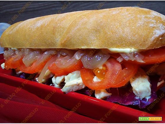 Panino senza glutine con insalata di pollo