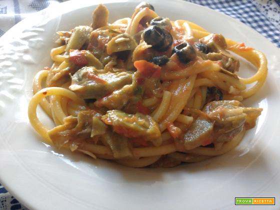 Bucatini con carciofi,rosmarino e olive nere